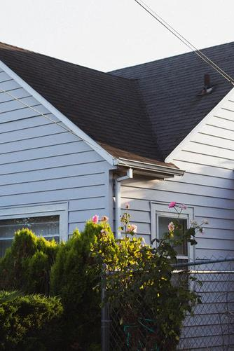 A typical asphalt shingle roof found in the Upper Peninsula.